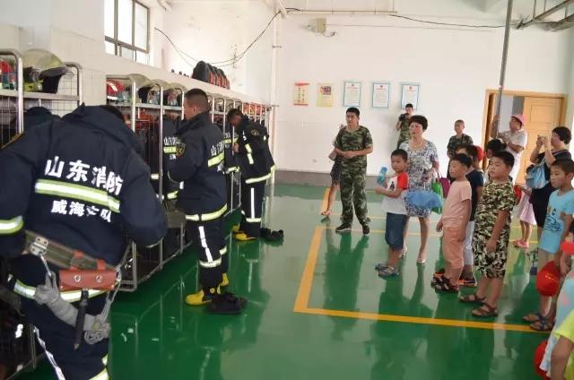 山东法制报小记者走进威海消防特勤中队